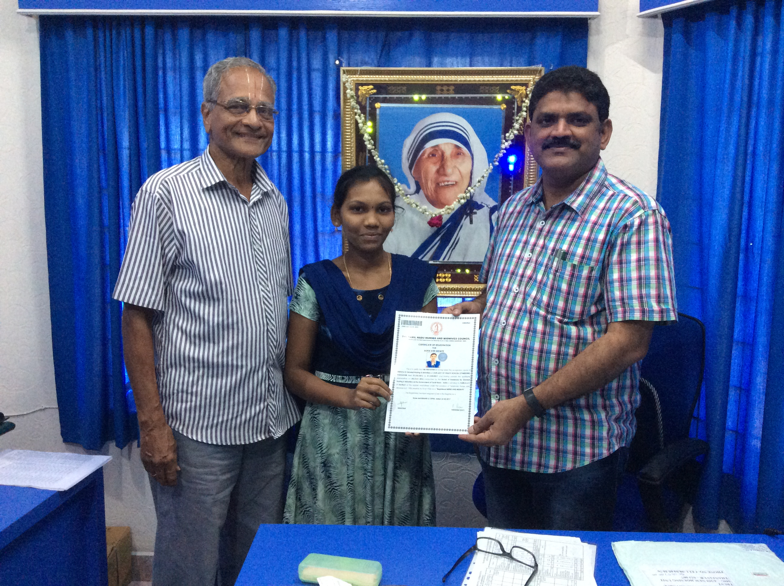 Chairman presenting the GNM certificate to Selvi. Nishanthi