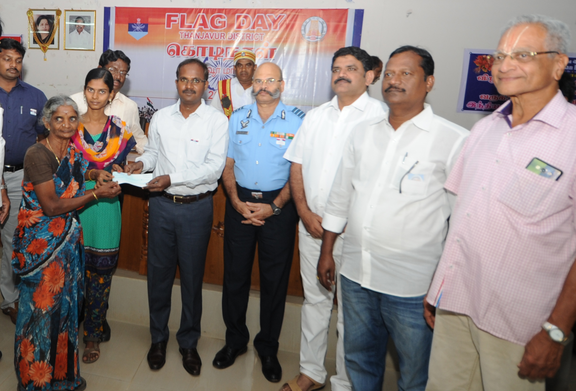 Thiru. A. Annadurai, Dictrict Collector handing over cheque to Selvi. Pratheepa
